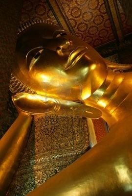 465270-the-huge-golden-sleeping-buddha-in-bangkok-thailand