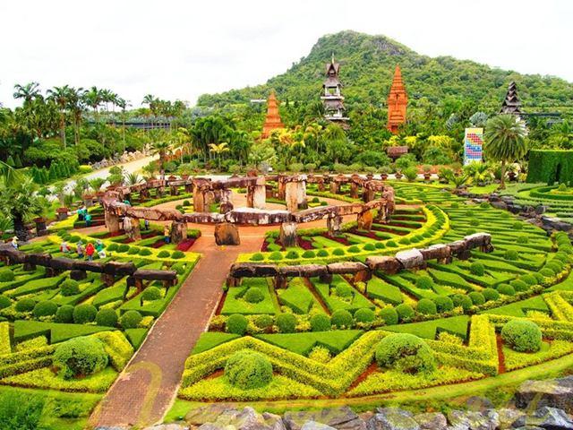 Nong_Nooch_Tropical_Garden_01