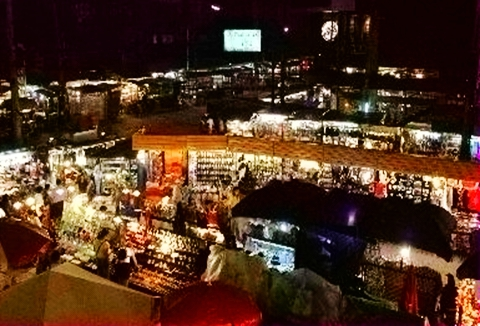 Chiang_Mai_Night_Bazaar_02